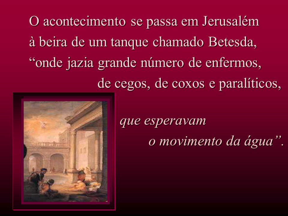 O acontecimento se passa em Jerusalém à beira de um tanque chamado Betesda, onde jazia grande número de enfermos, de cegos, de coxos e paralíticos, de cegos, de coxos e paralíticos, que esperavam o movimento da água.