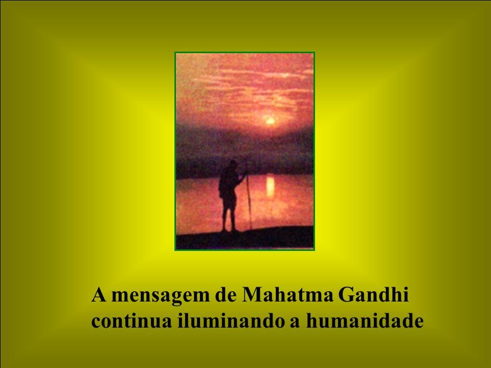 A mensagem de Mahatma Gandhi continua iluminando a humanidade
