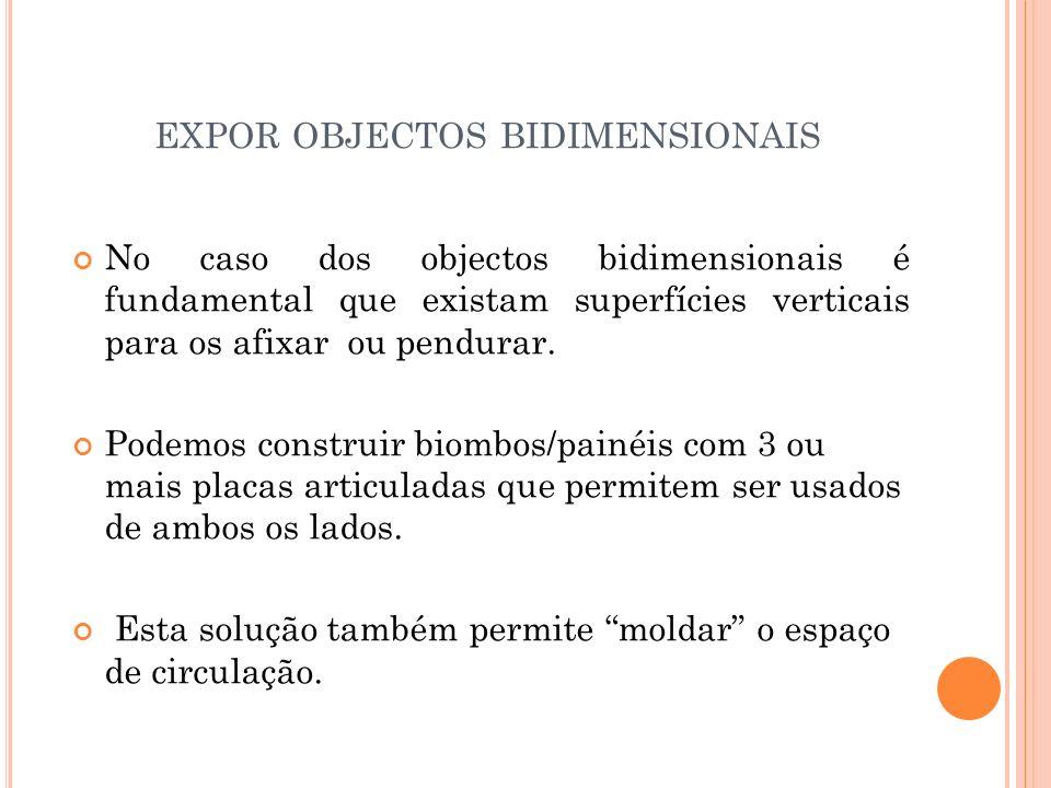 EXPOR OBJECTOS BIDIMENSIONAIS No caso dos objectos bidimensionais é fundamental que existam superfícies verticais para os afixar ou pendurar.