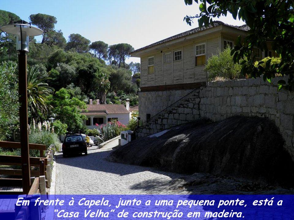 Por detrás da Capela passa a estrada sob a Ponte Romana com destino a Monchique, sucessivamente recuperada.