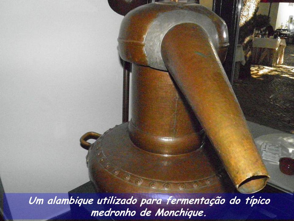Um alambique utilizado para fermentação do típico medronho de Monchique.