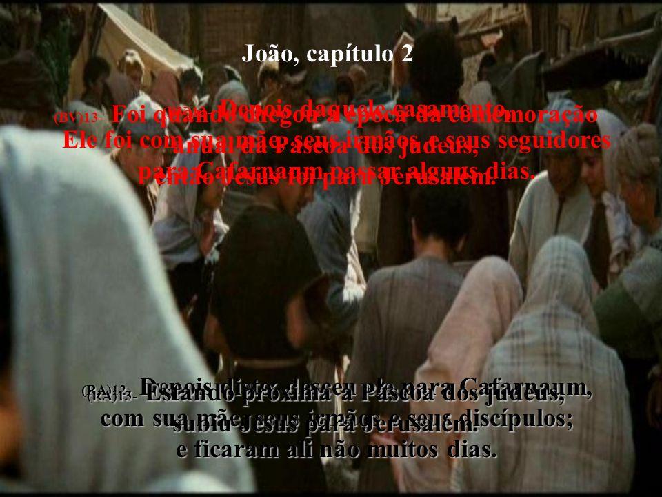 João, capítulo 2 (BV)14- Na área do templo, Ele achou os comerciantes vendendo gado, ovelhas e pombos para sacrifícios, e os homens de negócios por trás das suas mesas.
