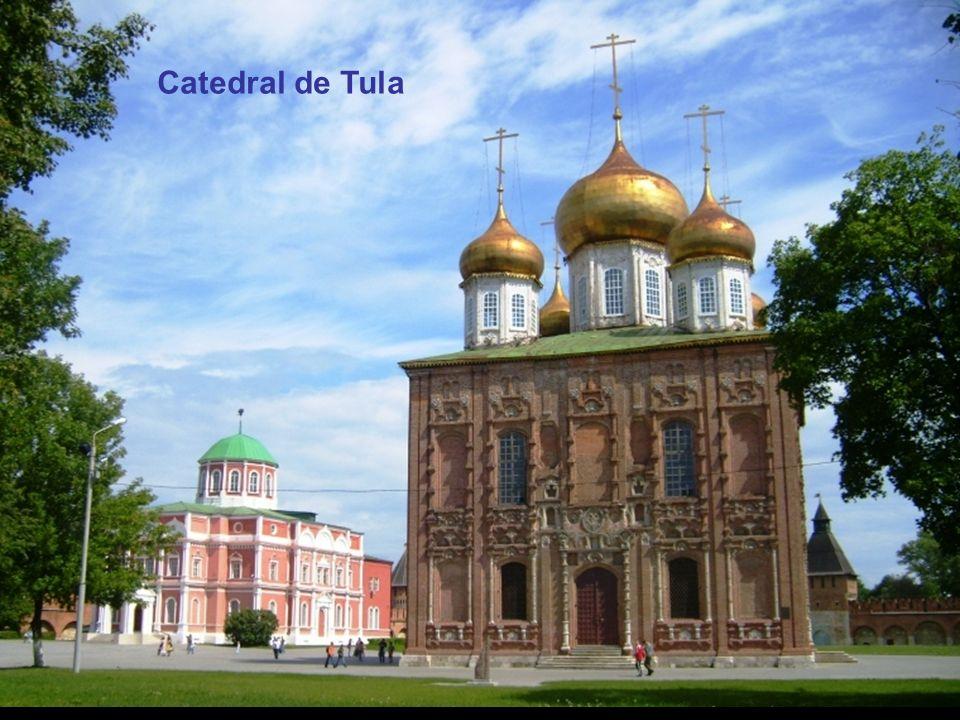 Tula Urais Segundo a maior parte dos historiadores, o samovar teria surgido na cidade de Tula, em 1.778, na oficina do serralheiro Lisitsyn. Algumas f