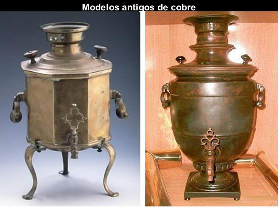 Samovares Samovares podem ter diferentes formas: urna, barril, cilíndrica, esférica, vaso, pêra, etc. Podem ser fabricados em ouro, prata, cobre, latã