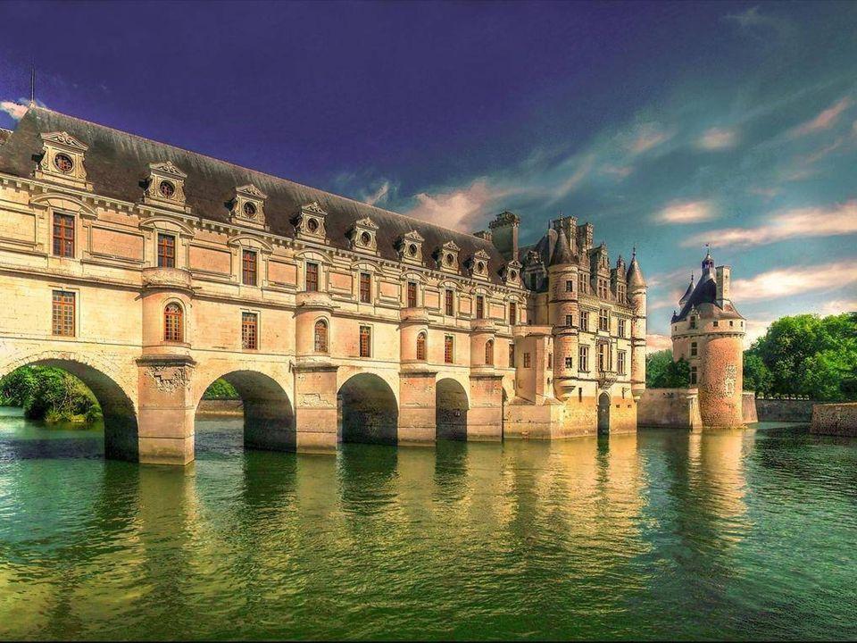 O Chenonceau É conhecido como o Castelo das Mulheres , pois sua construção e história sempre esteve ligada pelas damas da corte francesa.
