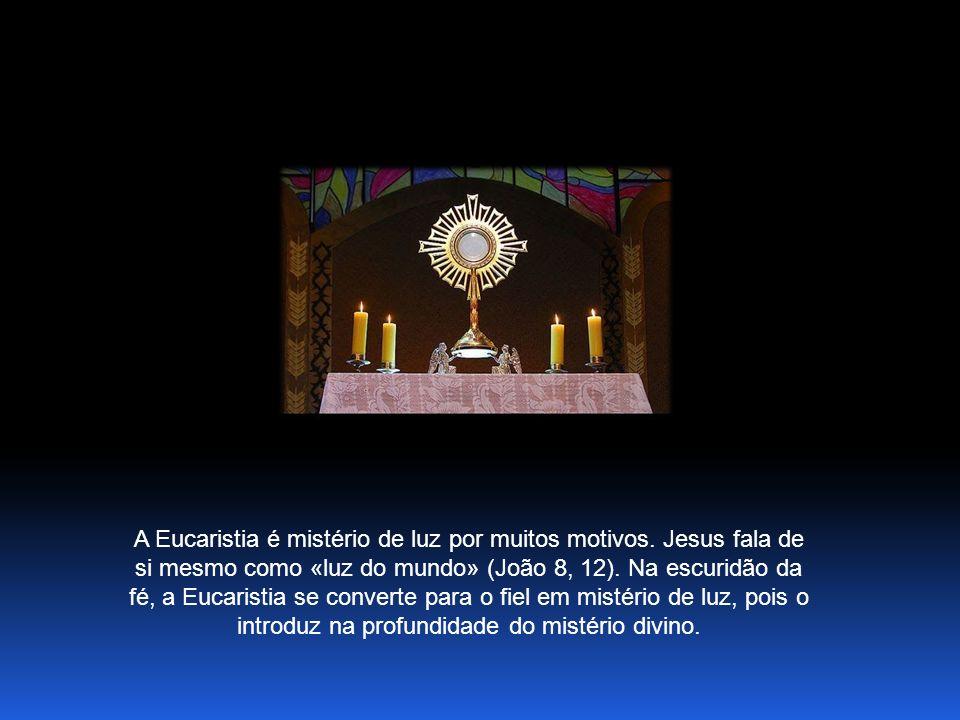 A Eucaristia é mistério de luz por muitos motivos.