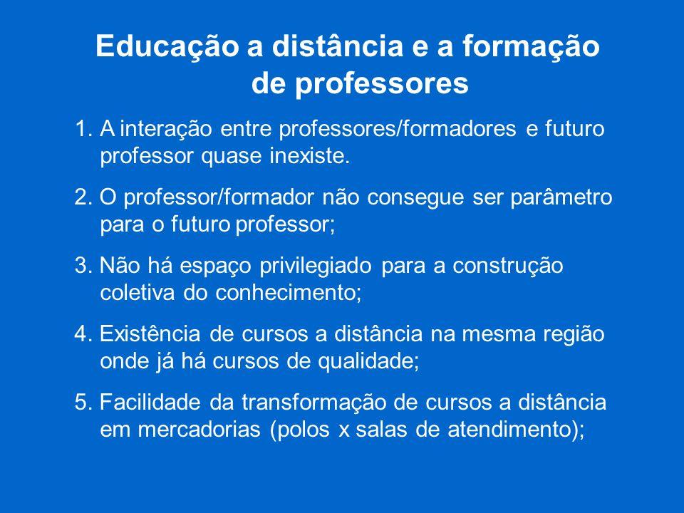 Educação a distância e a formação de professores 1.A interação entre professores/formadores e futuro professor quase inexiste. 2. O professor/formador