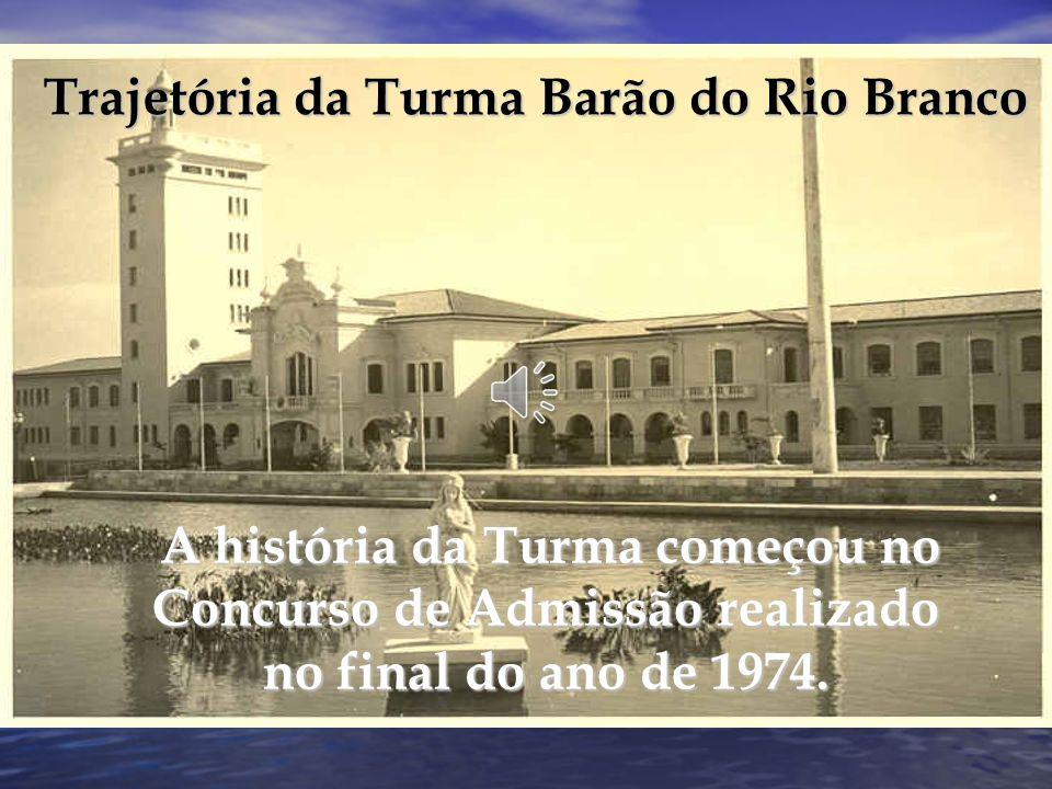 Entrada dos Novos Alunos Depois de definido o efetivo em 273 alunos, no qual estavam computados repetentes, transferidos dos Colégios Militares e concursados, os integrantes da Turma Barão do Rio Branco iniciaram a vida profissional ao transporem o Portão das Armas da EsPCEx no dia 1º de março de 1975