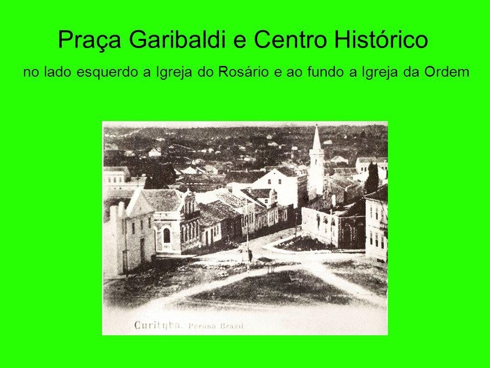 Rua XV em 1896 A XV de Novembro foi uma das primeiras ruas definidas de Curitiba. Chamava-se Rua da Imperatriz até a Proclamação da República (1889).