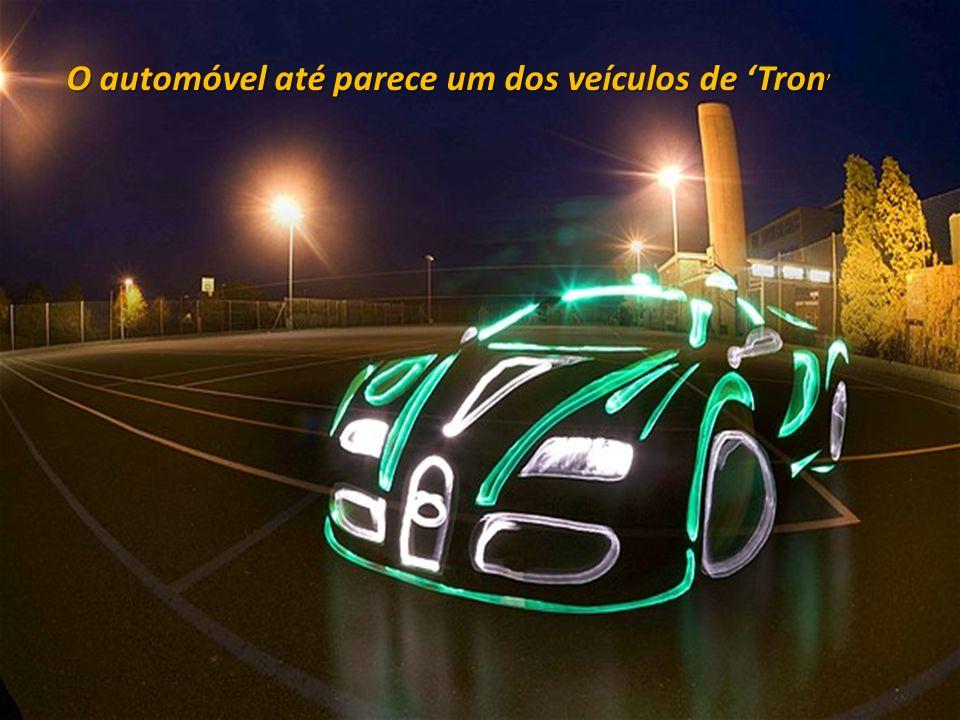 O automóvel até parece um dos veículos de Tron O automóvel até parece um dos veículos de Tron