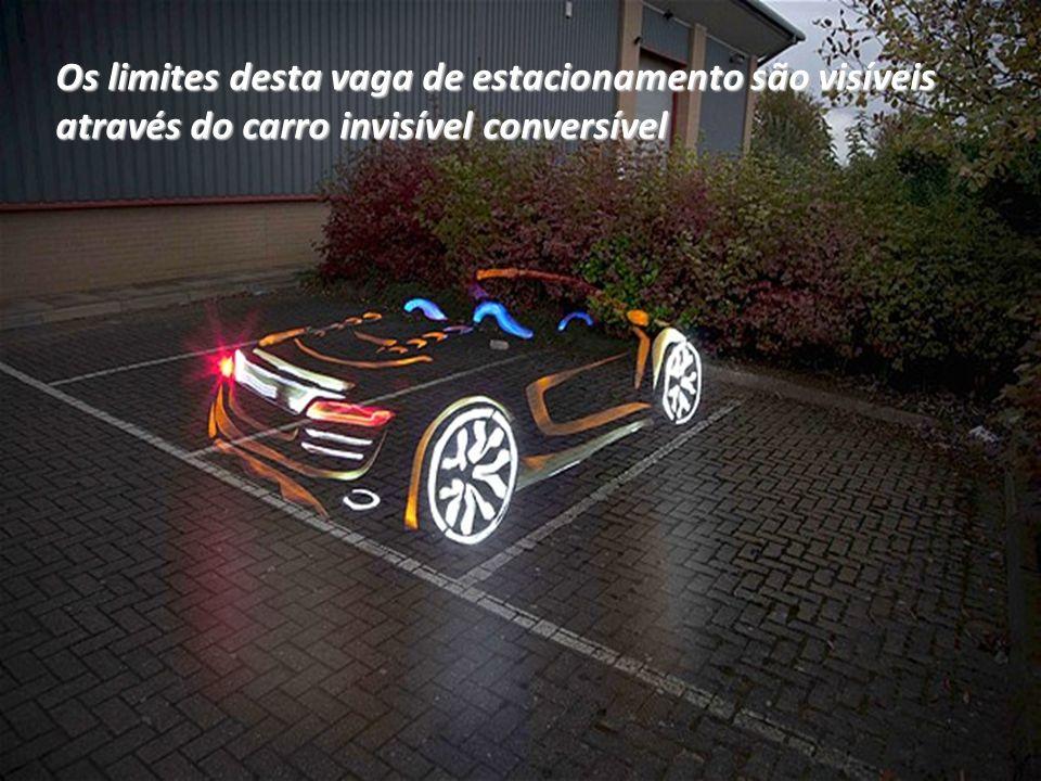 Os limites desta vaga de estacionamento são visíveis através do carro invisível conversível
