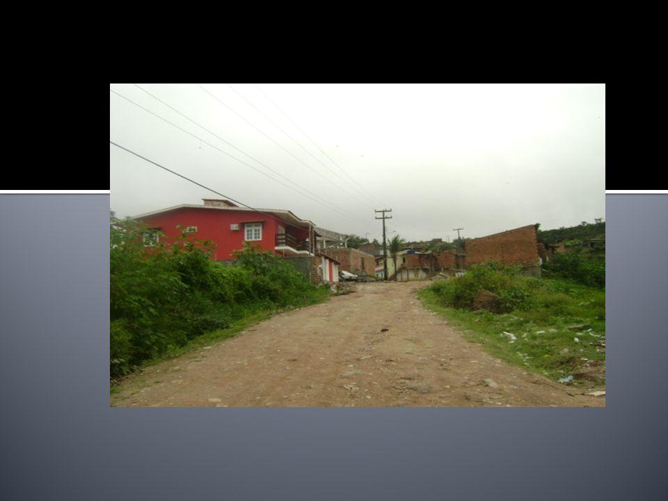 Local de sugestão para a montagem de um Posto de Comando em casa de sinistros: Na parte baixa : campo de futebol existente na entrada da favela.