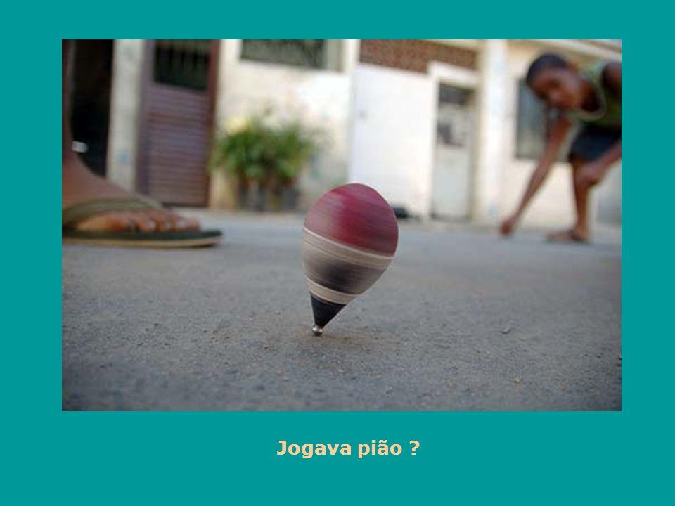Você jogava bolinha-de-gude, no meio da rua, sem se preocupar com trânsito ou violência?