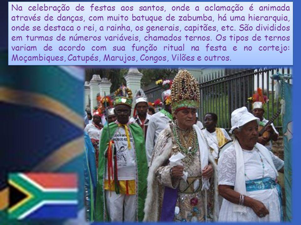Na celebração de festas aos santos, onde a aclamação é animada através de danças, com muito batuque de zabumba, há uma hierarquia, onde se destaca o r