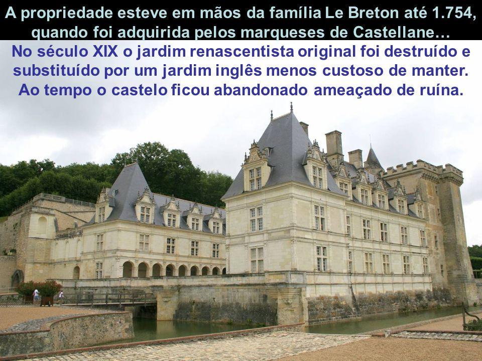 A propriedade esteve em mãos da família Le Breton até 1.754, quando foi adquirida pelos marqueses de Castellane… No século XIX o jardim renascentista original foi destruído e substituído por um jardim inglês menos custoso de manter.