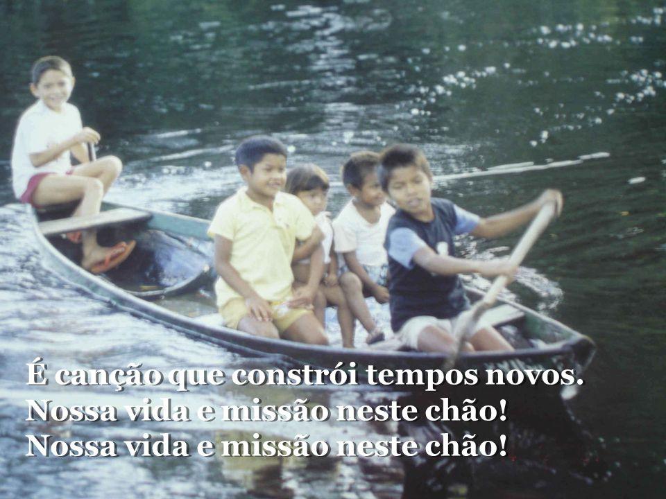 Rios, lagos, florestas e povos. Bendizei ao Senhor na canção. Rios, lagos, florestas e povos. Bendizei ao Senhor na canção.