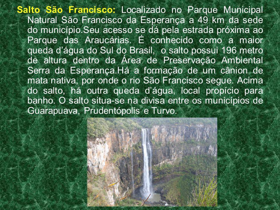 Salto São Francisco: Localizado no Parque Municipal Natural São Francisco da Esperança a 49 km da sede do município.Seu acesso se dá pela estrada próx