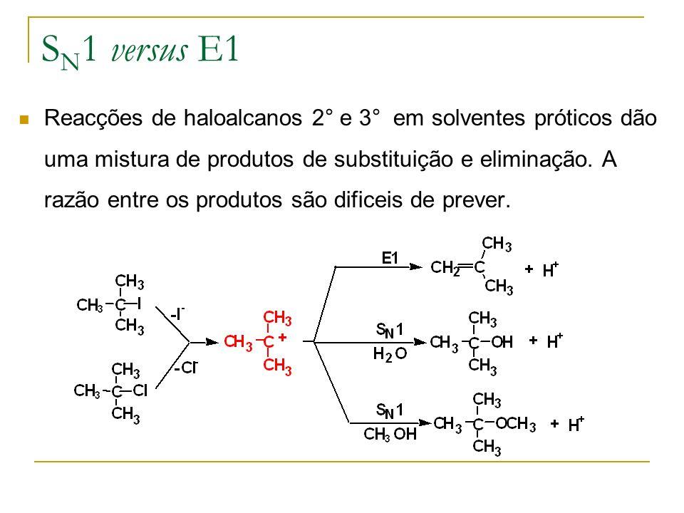 S N 1 versus E1 Reacções de haloalcanos 2° e 3° em solventes próticos dão uma mistura de produtos de substituição e eliminação. A razão entre os produ
