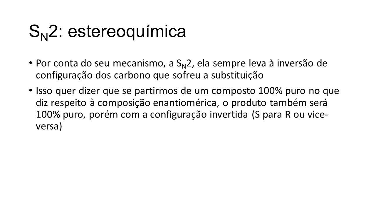 S N 2: estereoquímica Por conta do seu mecanismo, a S N 2, ela sempre leva à inversão de configuração dos carbono que sofreu a substituição Isso quer