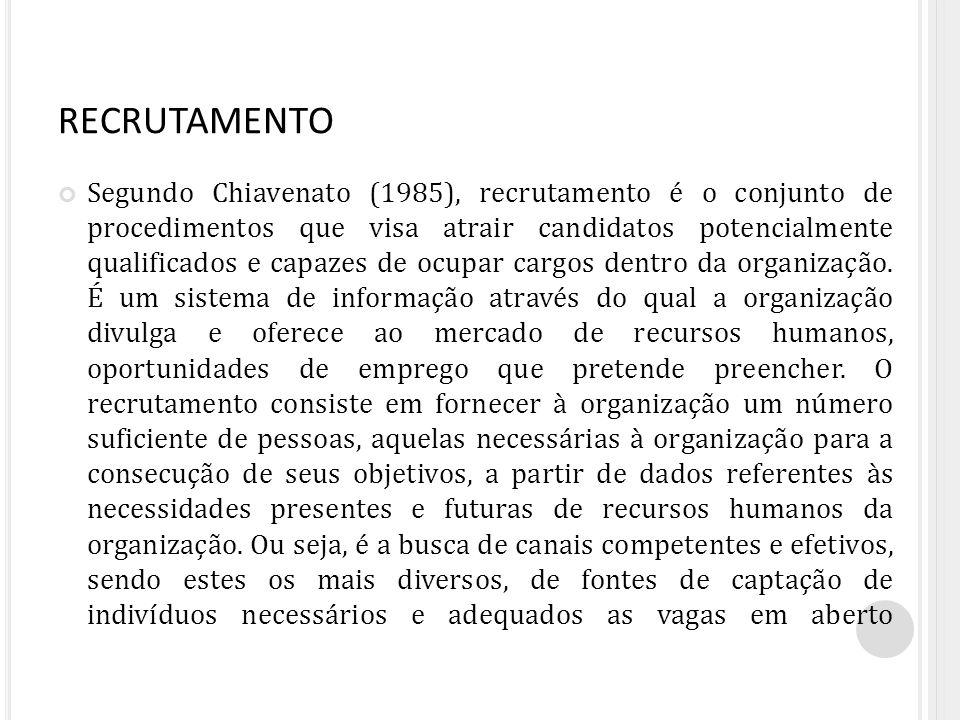 RECRUTAMENTO Segundo Chiavenato (1985), recrutamento é o conjunto de procedimentos que visa atrair candidatos potencialmente qualificados e capazes de