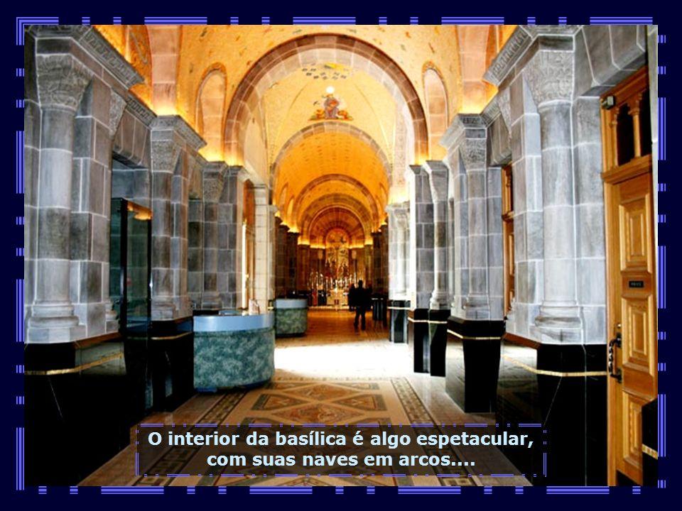 A atual basílica foi construída em 1923, em substituição à anterior destruída por um grande incêndio...