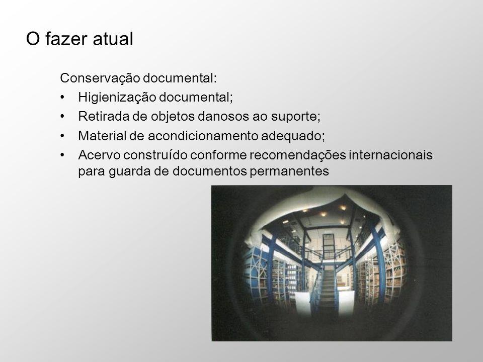 Conservação documental: Higienização documental; Retirada de objetos danosos ao suporte; Material de acondicionamento adequado; Acervo construído conf