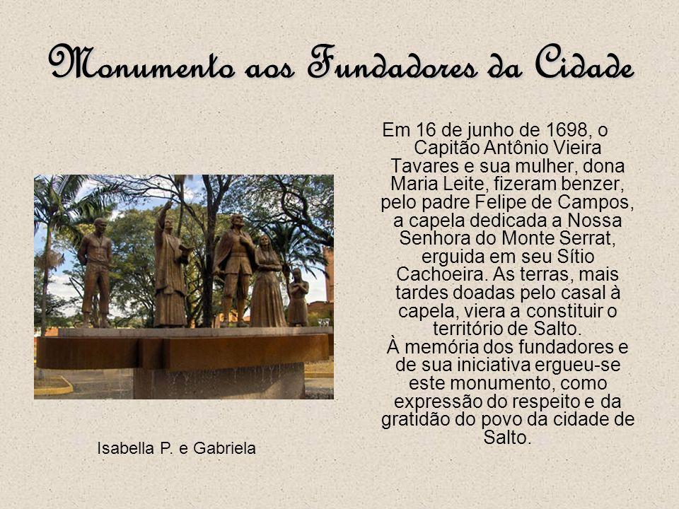 Monumento à Padroeira Com 30 metros de altura em concreto armado, o Monumento à Padroeira foi edificado em homenagem a Nossa Senhora do Monte Serrat.