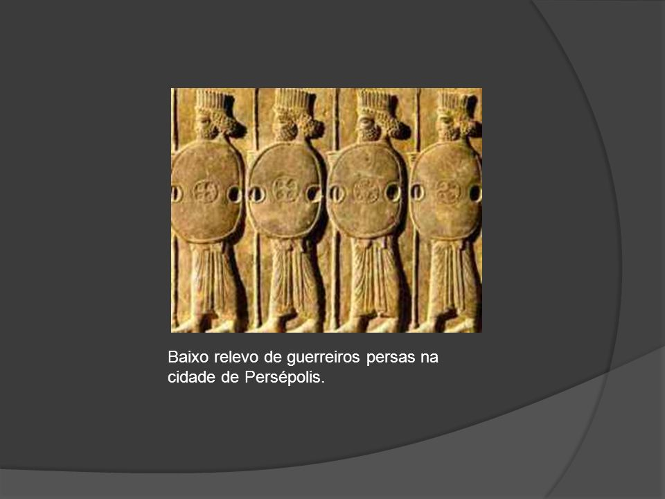 Baixo relevo de guerreiros persas na cidade de Persépolis.