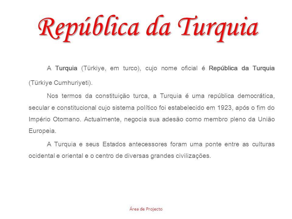 República da Turquia A Turquia (Türkiye, em turco), cujo nome oficial é República da Turquia (Türkiye Cumhuriyeti). Nos termos da constituição turca,