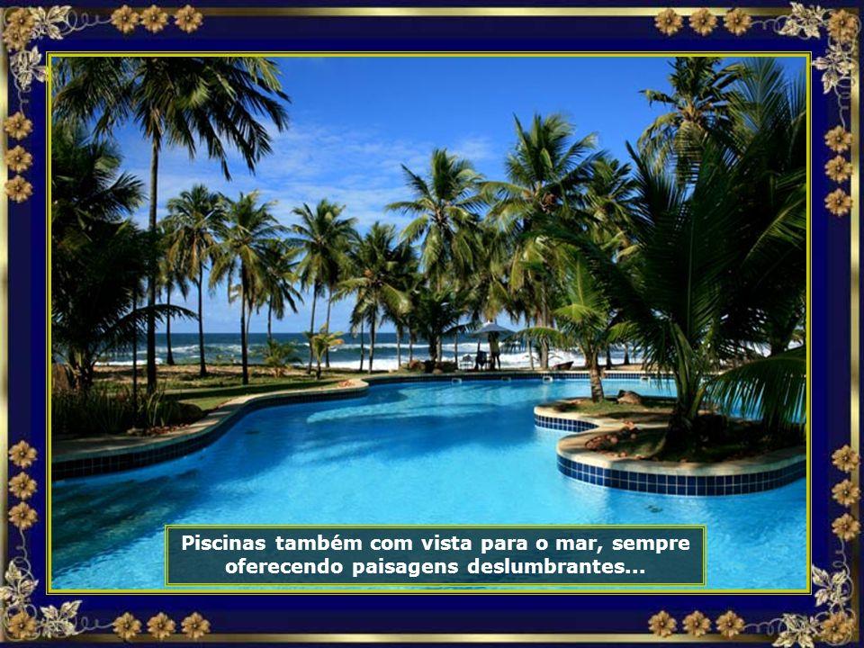 Piscinas, muitas piscinas, em vários tamanhos e formatos, rodeadas de jardins...