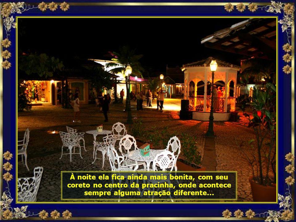 Um típico vilarejo da Bahia, onde a alegria de viver está expressa no rosto das quituteiras que preparam os acarajés...