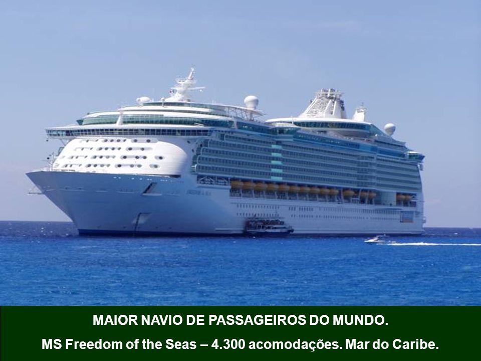 MAIOR NAVIO DE PASSAGEIROS DO MUNDO. MS Freedom of the Seas – 4.300 acomodações. Mar do Caribe.