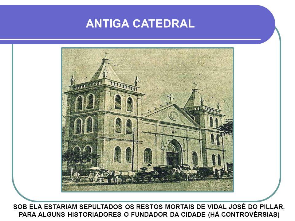 Década de 1960 - FIÉIS EM PROCISSÃO AVENIDA GENERAL OSÓRIO – MARCHIONATTI NA SETA VERMELHA PREFEITURA MUNICIPAL