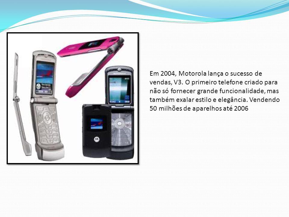 Em 2004, Motorola lança o sucesso de vendas, V3. O primeiro telefone criado para não só fornecer grande funcionalidade, mas também exalar estilo e ele