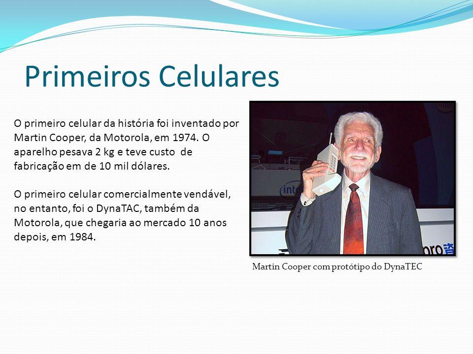 Primeiros Celulares O primeiro celular da história foi inventado por Martin Cooper, da Motorola, em 1974. O aparelho pesava 2 kg e teve custo de fabri