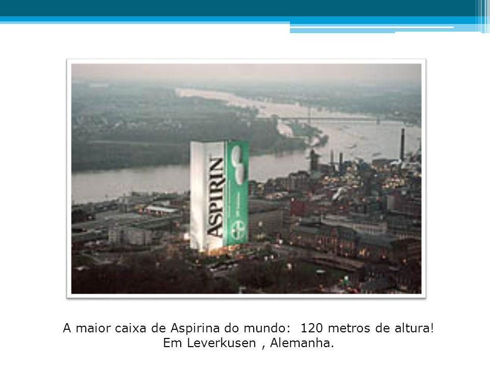 A maior caixa de Aspirina do mundo: 120 metros de altura! Em Leverkusen, Alemanha.