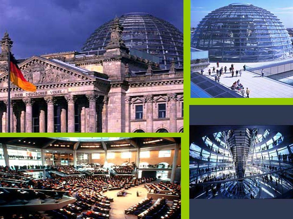Novo Parlamento Alemão Reichstag Berlim, Alemanha 1995-1999 Transformou o antigo palácio renascentista numa obra de arte modernista. Possui uma enorme