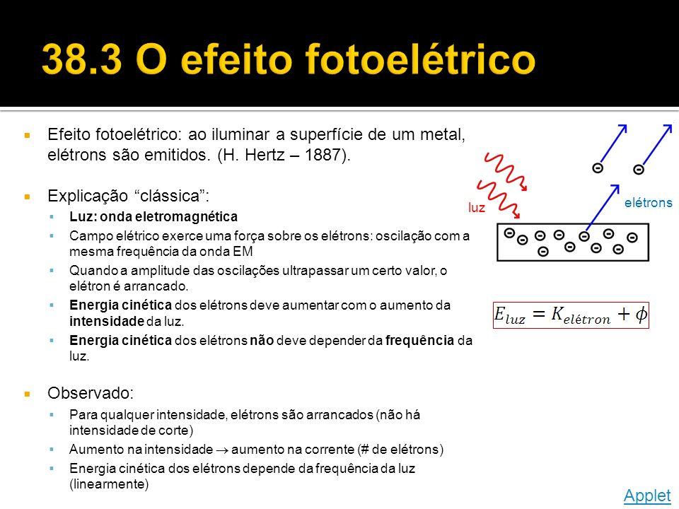 Efeito fotoelétrico: ao iluminar a superfície de um metal, elétrons são emitidos.