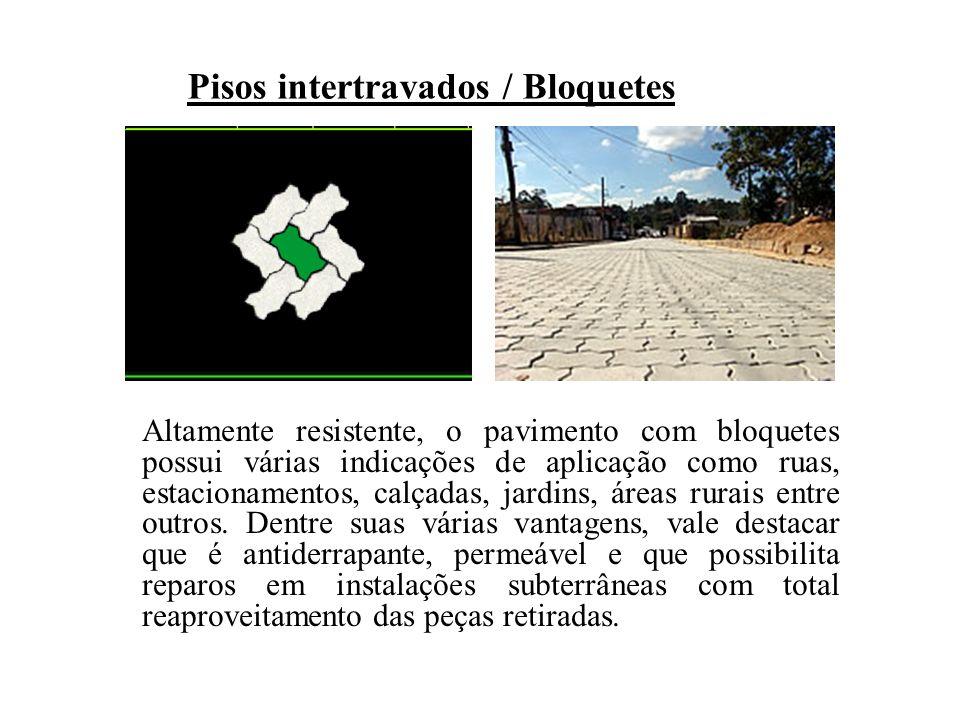 Altamente resistente, o pavimento com bloquetes possui várias indicações de aplicação como ruas, estacionamentos, calçadas, jardins, áreas rurais entr