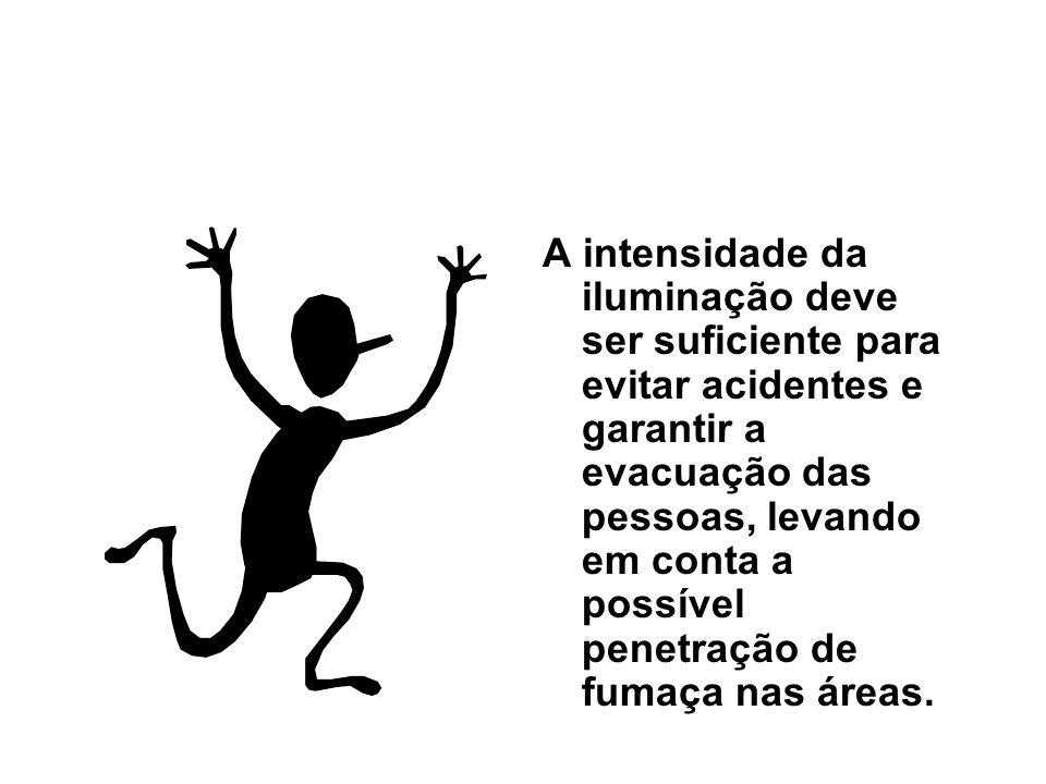A intensidade da iluminação deve ser suficiente para evitar acidentes e garantir a evacuação das pessoas, levando em conta a possível penetração de fu