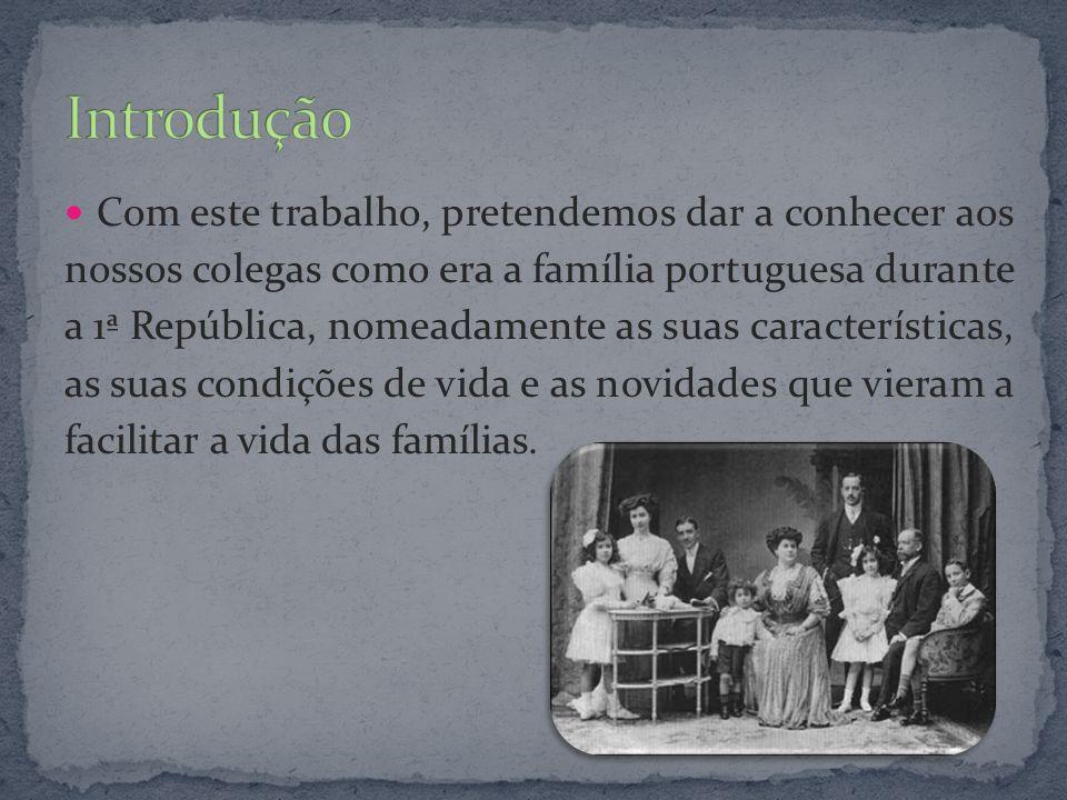 No início da República, a família típica portuguesa é caracterizada pela autoridade paterna e pela quantidade de filhos exorbitante: muitas famílias, ricas ou pobres, chegavam a ter 12 filhos.