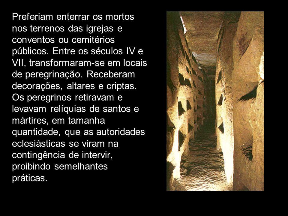 Preferiam enterrar os mortos nos terrenos das igrejas e conventos ou cemitérios públicos. Entre os séculos IV e VII, transformaram-se em locais de per