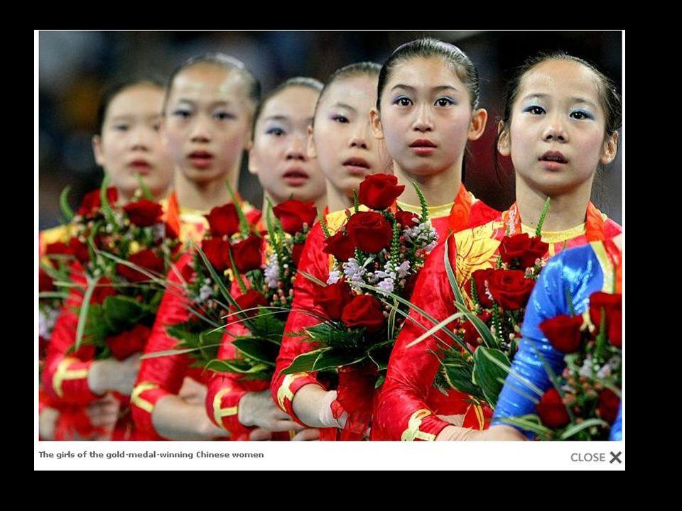 As crianças são treinadas para ganhar medalhas desde a mais tenra idade. Elas veem os pais apenas uma vez por ano, desde três anos de idade, quando o