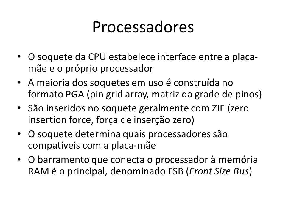 Processadores O soquete da CPU estabelece interface entre a placa- mãe e o próprio processador A maioria dos soquetes em uso é construída no formato P