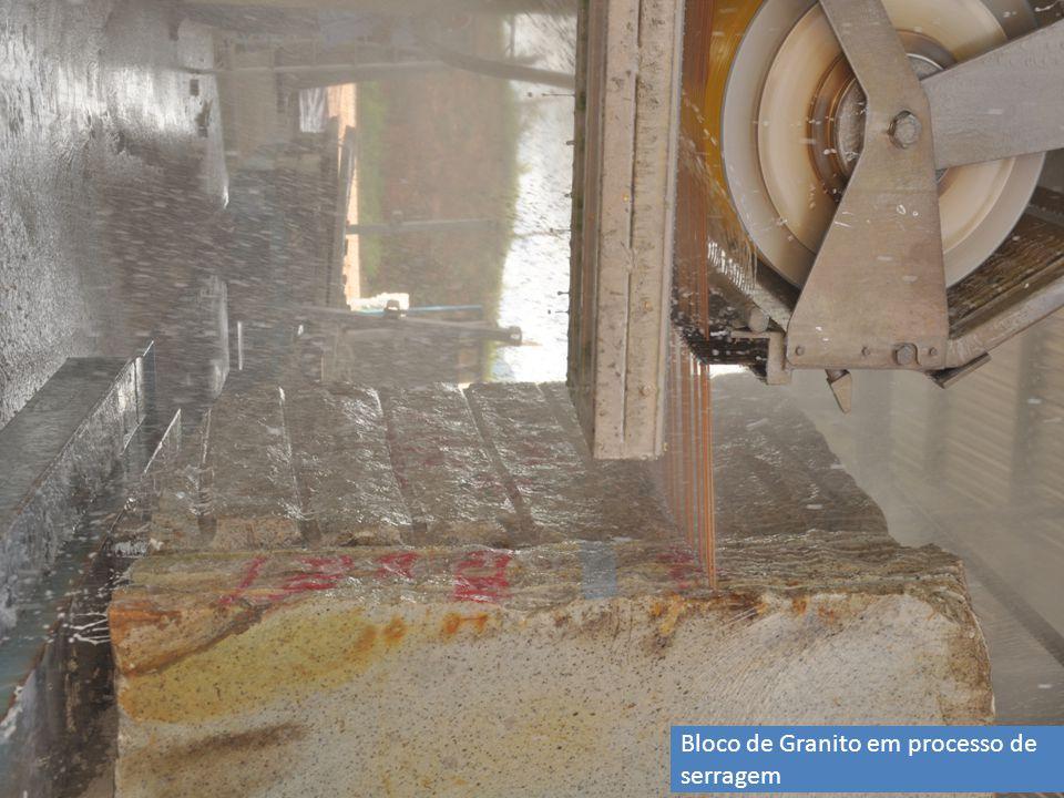 Bloco de Granito em processo de serragem