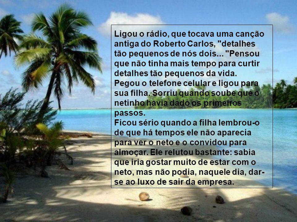 Ligou o rádio, que tocava uma canção antiga do Roberto Carlos, detalhes tão pequenos de nós dois...