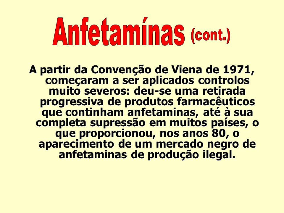 Em 1926, Chen e Schmidt isolaram e estudaram a efedrina, precursora das actuais anfetaminas de produção sintética. A partir de 1930, começaram os ensa