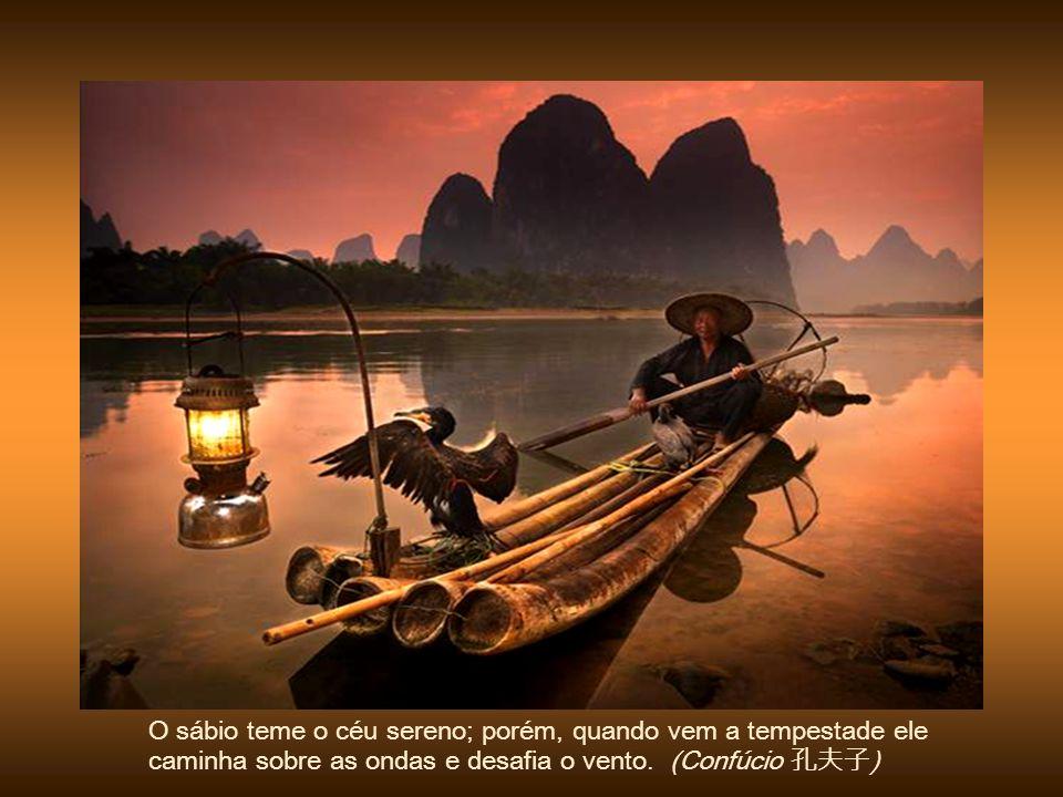 O sábio teme o céu sereno; porém, quando vem a tempestade ele caminha sobre as ondas e desafia o vento.