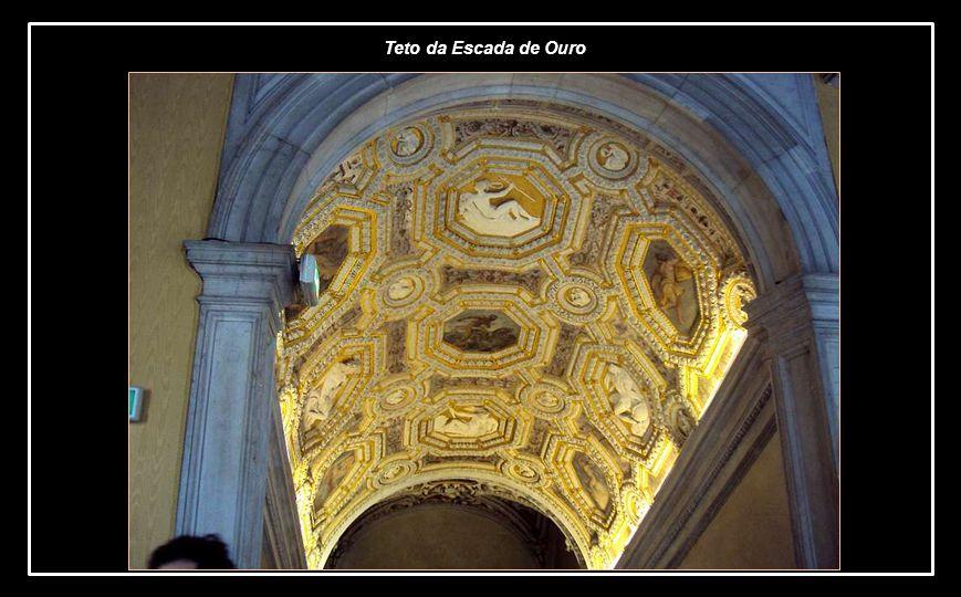 A Escadaria de Ouro, assim chamada pelas ricas decorações em folhas de ouro. Edificada durante o governo de Andrea Gritti, segundo projeto de Sansovin
