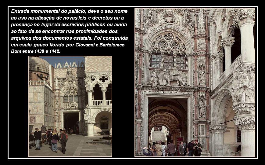O Palácio Ducal. também conhecido como Palácio do Doge, é um símbolo de Veneza, uma obra prima do gótico veneziano. Surge na área monumental da Praça